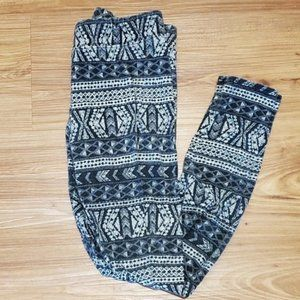 American Eagle Black & White Patterned Leggings -M
